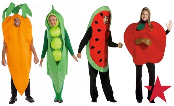 People dressed out in as fruits, chiafrø and vegstables.